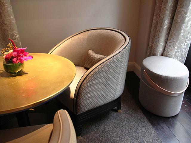 bar-le-charles-hotel-burgundy-pouf