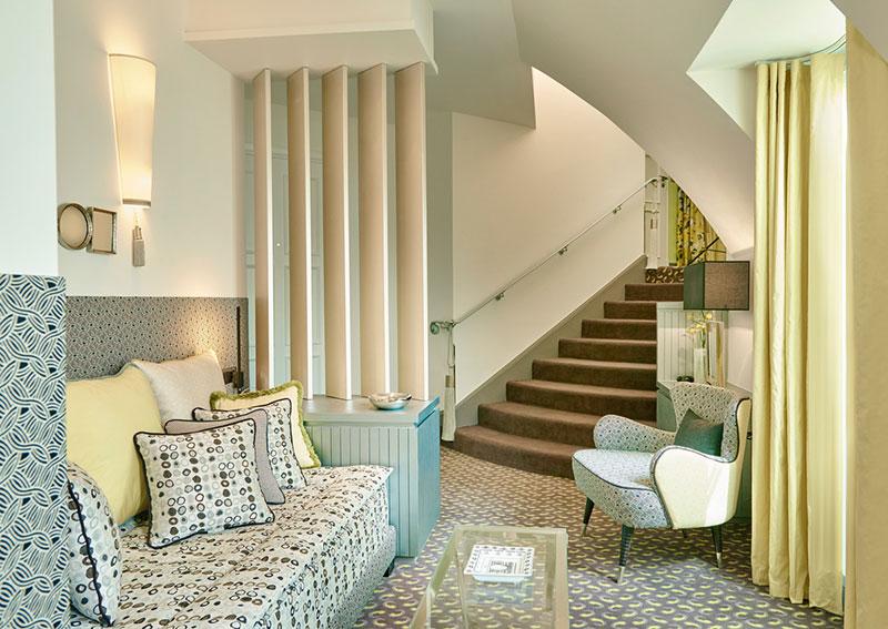 LE-BURGUNDY-PARIS-Appart-603-petit-salon